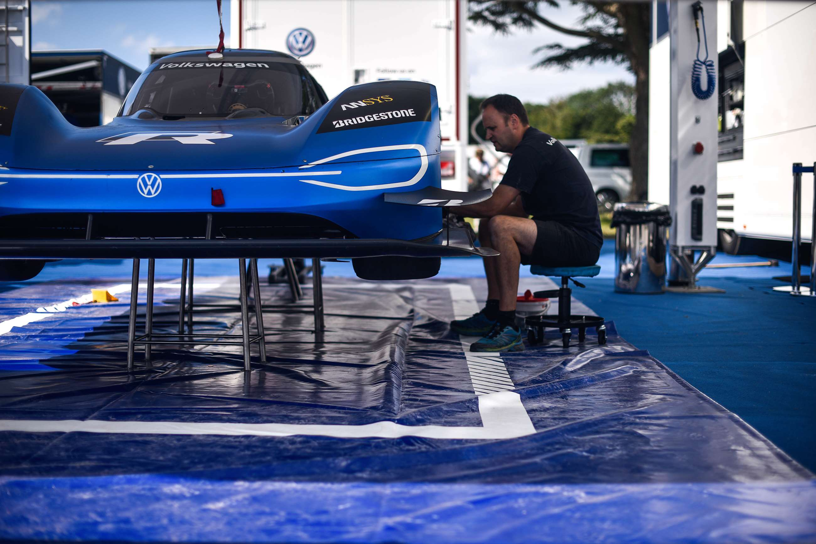 Watch the Volkswagen ID. R break Goodwood's hillclimb record