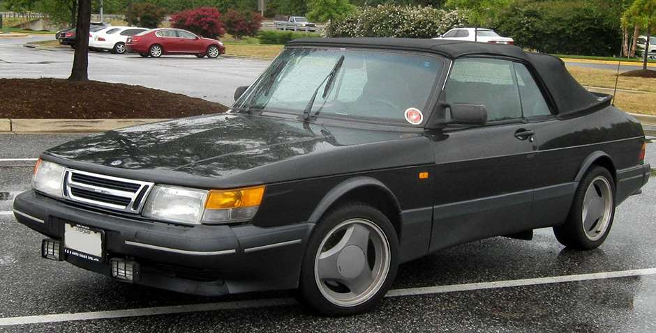 james-bond-cars-saab-900