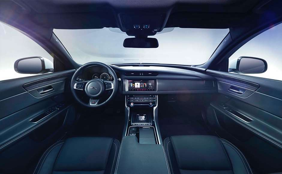 Jaguar_XF_interior_1703201501