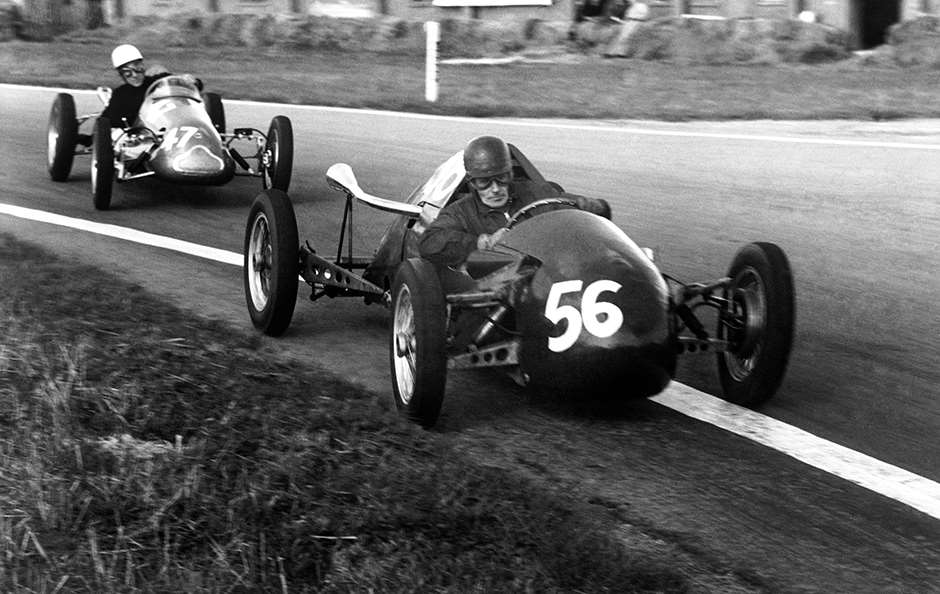 Goodwood, Great Britain. 27th September 1952. Stirling Moss (Cooper - Norton 500 MkVI), 1st position, action. World Copyright: LAT Photographic. Ref: 52/56 - 5 F3