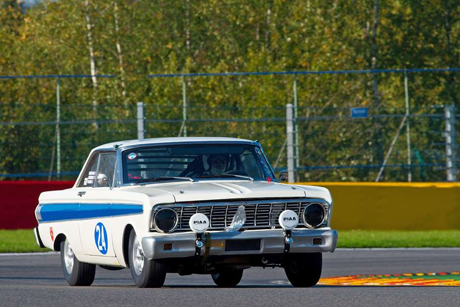 Spa six Ford Falcon 21081501