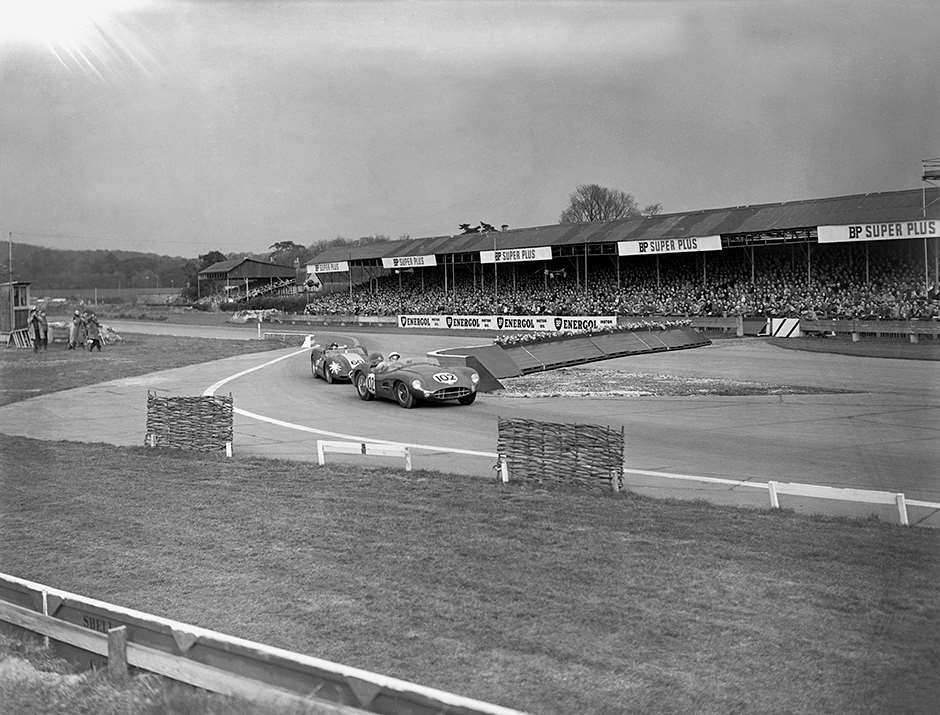 1958 Sussex Trophy Stirling Moss (Aston Martin DBR2), 1st position leads Archie Scott-Brown (Lister - Jaguar), DNF,