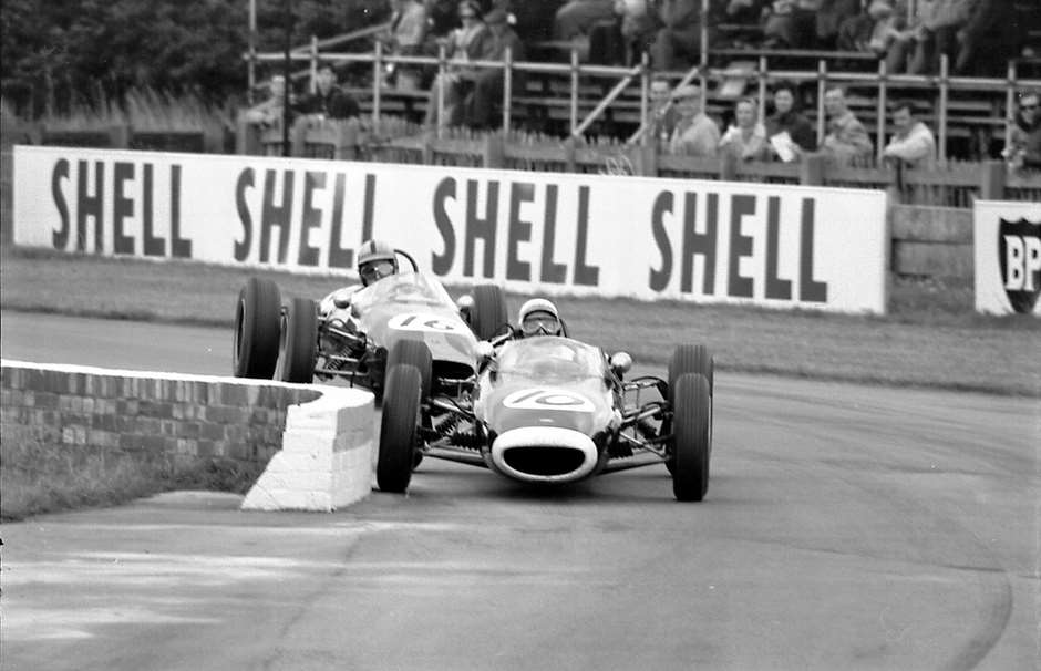 1963 Formula Junior precision – how the chicane should be negotiated. Richard Attwood obliges with his renowned perfect judgement with Denny Hulme in hot pursuit.