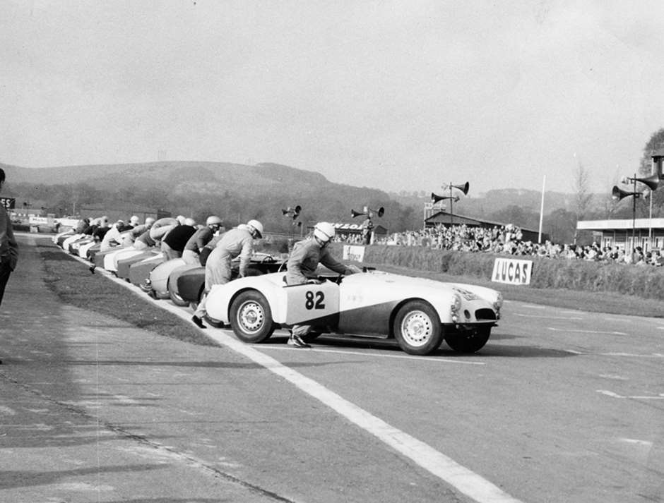 Goodwood marque sports car race, Le Mans-type start