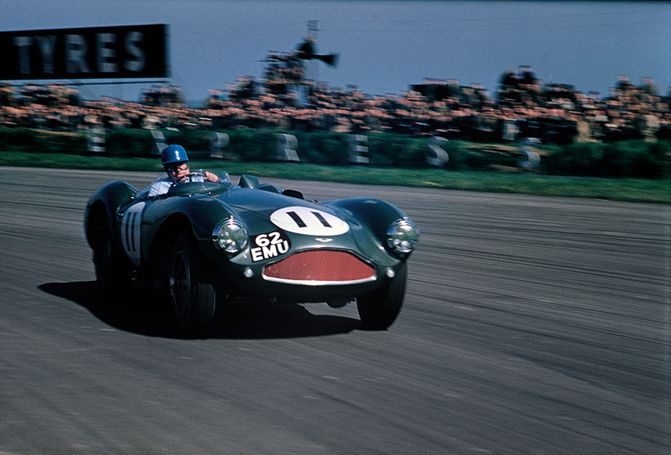 Silverstone, England. 7th May 1955. Reg Parnell (Aston Martin DB3S), 1st position, action. World Copyright: LAT Photographic. Ref: 55Sportscars01.