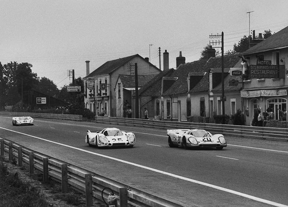 1970 Le Mans 24 Hours. Le Mans, France. 13 - 14 June 1970. Jo Siffert/Brian Redman (Porsche 917K), retired, leads Vic Elford/Kurt Ahrens (Porsche 917L), retired, and Pedro Rodriguez/Leo Kinnunen (Porsche 917K), retired, action. World Copyright: LAT Photographic. Ref:  12791B - 10.