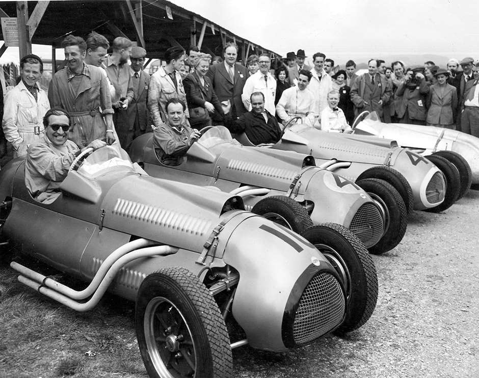 Brand-new Cooper-Bristols Eastr Monday 1952 - Brown - Brandon - Fangio and young 'Mick' Hawthorn (bow-tie)