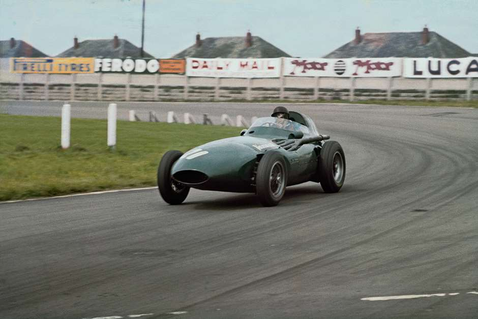 Aintree, England.  18-20 July 1957.  Tony Brooks (Vanwall VW4) 1st position, shared with Stirling Moss.  Ref: 57GB04. World Copyright - LAT Photographic