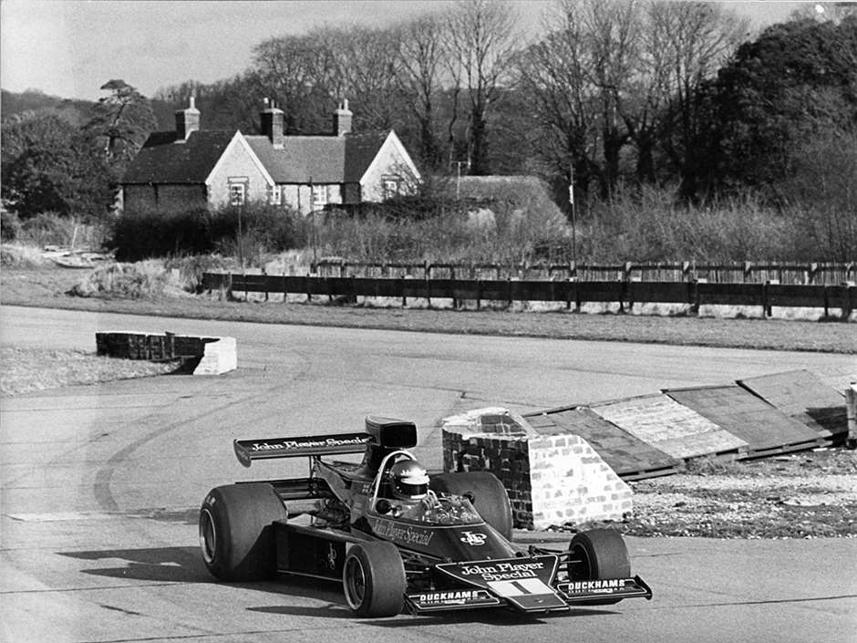 GPL 1974 GOODWOOD PETERSON LOTUS 76 TESTING CHICANE.jpeg15031601